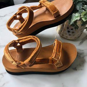 249272ab7d2 Teva Shoes - Velvet Amber Flatform Tevas